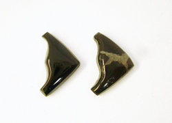 An Onyx cabochon shaped like a wedge.