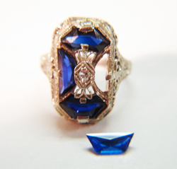 An antique ring with a trapezoid shape Sapphire.