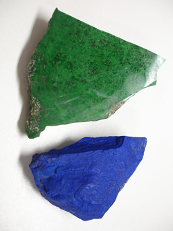 A pieces of rough green Jadeite and rough blue Lapis.