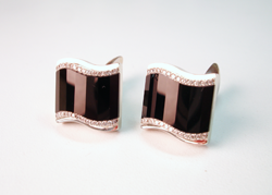 This shows both cufflinks finished with the faceted black Onyx set in them.