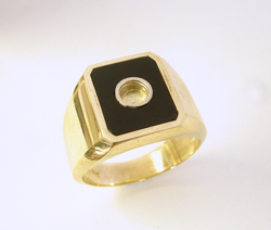 Photo of the ring with the emerald cut Black Jade and round tube in the middle.