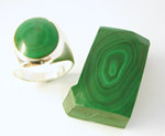 Photo of a ring with a broken bull's eye Malachite  inlay which needs to be repaired.