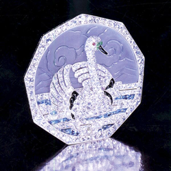 Platinum and diamond pin with a swan and a quartz background which looks like clouds.